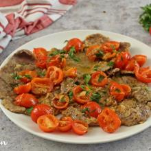 Scaloppine con i pomodorini pronte in 10 minuti