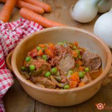 spezzatino con pomodoro piselli e carote