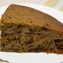 Torta con banane, cocco, scaglie di cioccolato e miele