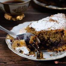 Torta di grano saraceno con marmellata di mirtilli neri