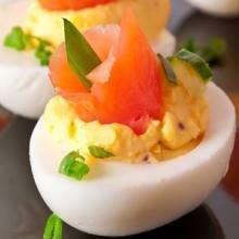 Uova ripiene al salmone (bimby)