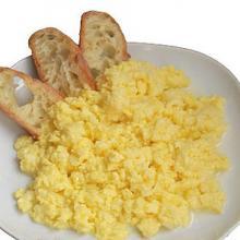 uova strapazzate alla mozzarella