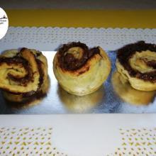 Video rose di pasta sfoglia amaretti e nutella