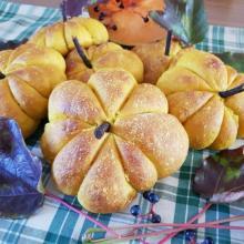 zucche di pane per la festa di halloween, evento collettivo riuscitissimo