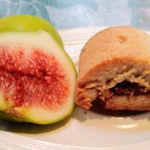 Biscotti rustici ripieni di fichi e frutta secca