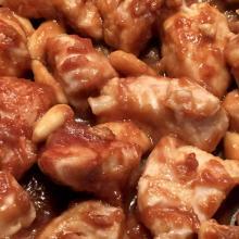 bocconcini di pollo con salsa di soia e mandorle