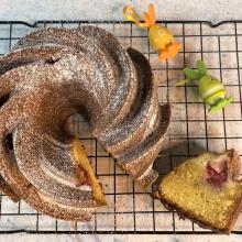 Bund cake alla vaniglia con crema di ricotta e lamponi