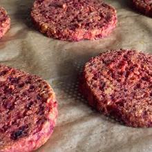 Burger di tofu e barbabietola - ricetta passo passo