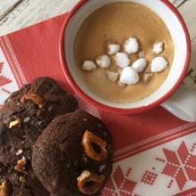 cookies al cioccolato pretzel e caramello salato
