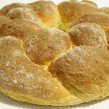 Corona di pane intrecciato alla zucca e latte