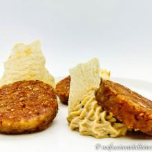 Cotechino croccante con hummus di cannellini e carasau gluten free
