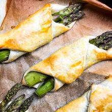 Fagottini con asparagi e speck