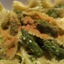 Farfalle con crema di asparagi - video ricetta