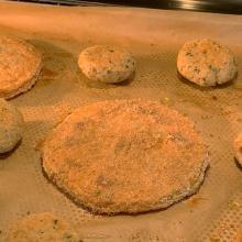 Fettine di zucca panate al forno e polpettine di pane