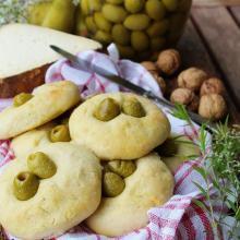 Focaccine di patata con le olive