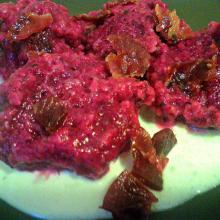 Gnocchi di rape rosse, fonduta di latteria fresco, San Daniele croccante per l'Italia nel piatto.
