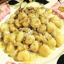 Gnocchi gorgonzola pere e noci