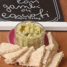 Hummus  con gambi di carciofi