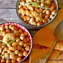 Insalata di ceci , gamberetti , cipolloti freschi e curry