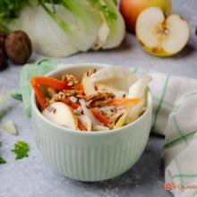 Insalata di finocchi carote mele e noci