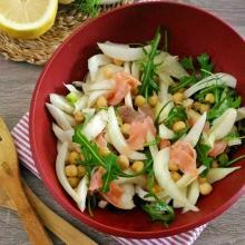 insalata di finocchi con ceci, salmone e  rucola