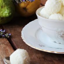 Palline con ricotta e cocco profumate al limone (in 10 minuti)