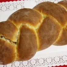 Pan brioche con lievito madre, confettura di prugne e cocco
