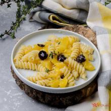 Pasta zucca feta e olive nere