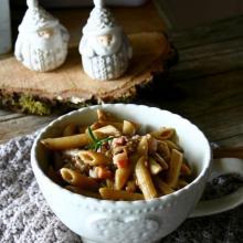 Pennette integrali con lenticchie e crema di parmigiano