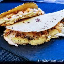 Piadina senza glutine con salmone e crema di ceci