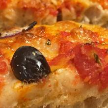 Pizza al cucchiaio con 12 ore di lievitazione