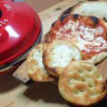 Pizza con impasto della pita greca