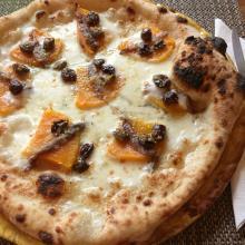 Pizza zucca, acciughe e olive taggiasche
