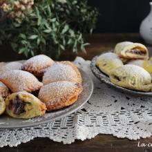 Ravioli di ricotta dolci, in duplice versione: fritti e al forno