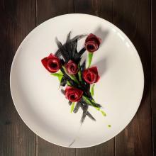 Rose di barbabietola ripiene di ricotta e basilico