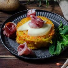 Rosti di patate e carote con prosciutto san daniele e formaggio