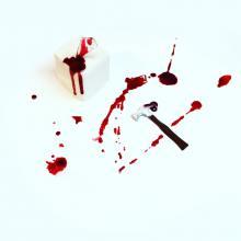 scene of the crime… tortino di cioccolato e ciliegie in salsa di more, vetro di isomalto e martello di cioccolato