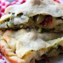 Sfogliata con broccoli, pomodori secchi e olive