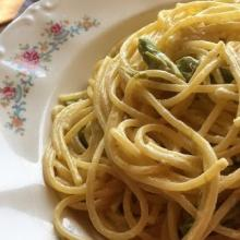 spaghetti cremosi agli asparagi