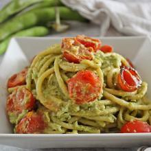 Spaghettoni al pesto di fave  e pomodorini