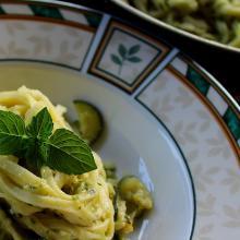 tagliolini con pesto di zucchine al profumo di menta