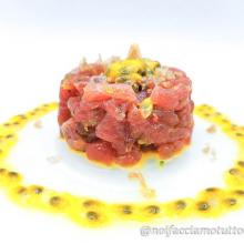 Tartare di tonno con lime e passion fruit