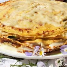 Torta di crepes con asparagi e fontina