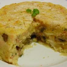 Torta di patate con funghi, scamorza e salmone affumicato