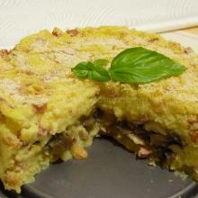 Torta di patate con funghi, scamorza e wurstel