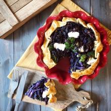 torta salata con cavolo cappuccio viola e broccoli