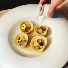 tortelli di quaglia e consommè aromatizzato al tè smoky lapsang