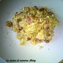 Uova strapazzate con patate e wurstel