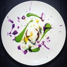 uovo pochè o in camicia e asparagi
