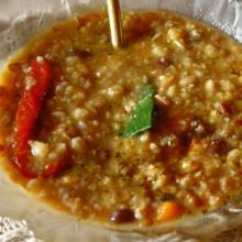 Zuppa antichi cereali  del colle con pomodori secchi